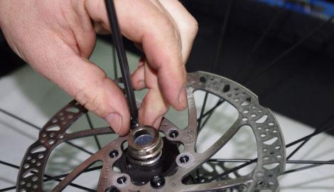 Cuándo cambiar los discos de freno de tu bicicleta